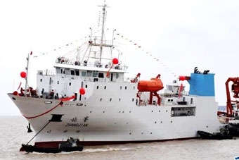 国产万米级深潜科考船建好下水