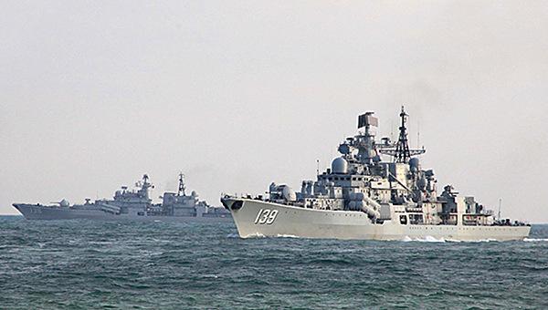 东海舰队现代级战舰对抗飞豹
