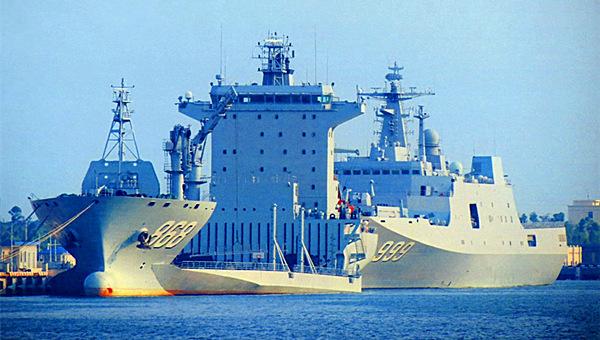 南海军港两艘2万吨级巨舰并排