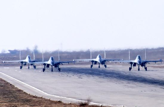 西部战区歼11进行自由空战训练