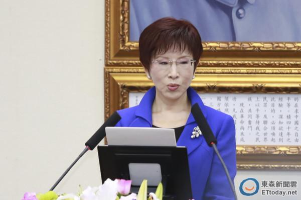 莱芜论坛:洪秀柱致词表示,从来不是人生的胜利组,也未想过政治受难家庭出身的平凡女子,竟能成为第9任党主席。