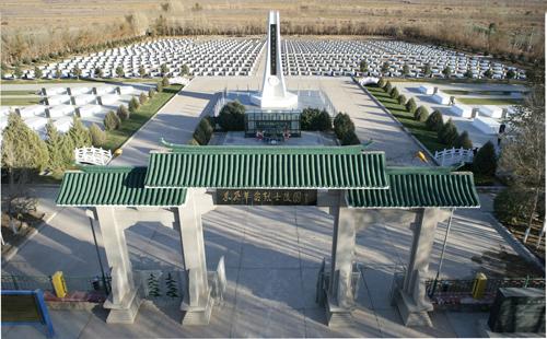 中国首颗核导弹发射:基地司令坐核导弹旁被抬走