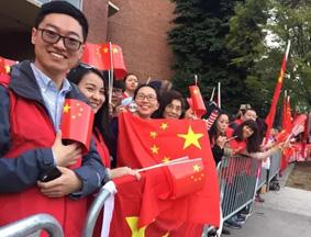习近平抵达华盛顿 数千在美华人夹道欢迎
