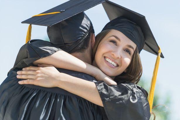 英国毕业生人均负债12万 六成学生选错专业