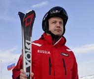 俄罗斯副总理前往滑雪胜地 一展运动风采