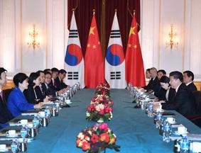 习近平会见韩国总统朴槿惠