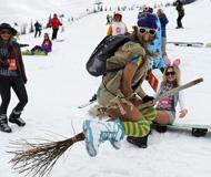 俄罗斯举办Grelka滑雪节 选手画风奇特