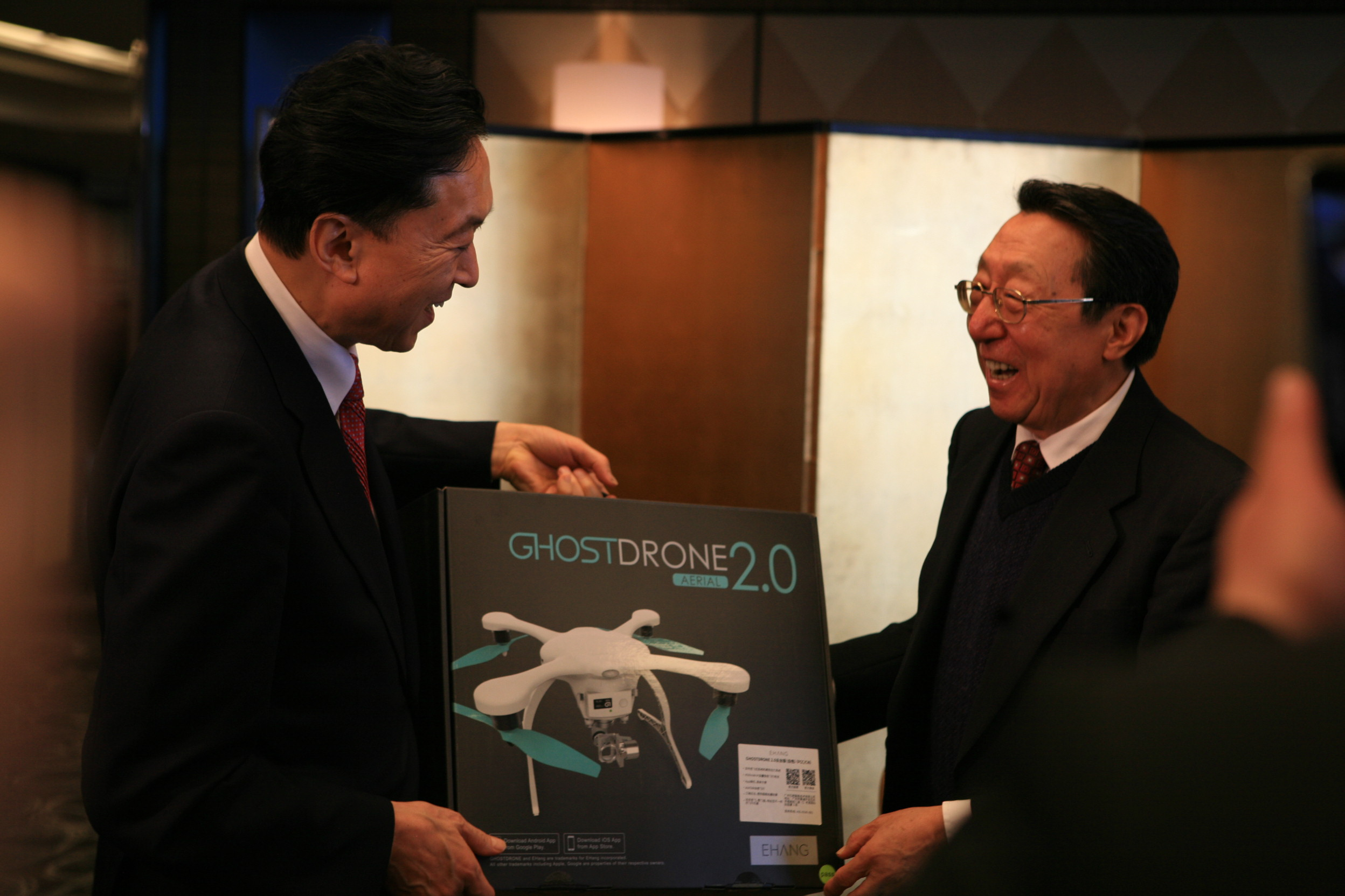 国产无人机赠送日本前首相鸠山由纪夫