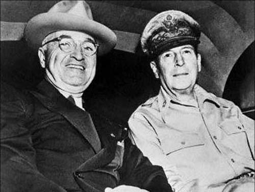 美国五星上将麦克阿瑟是怎样被解职的?