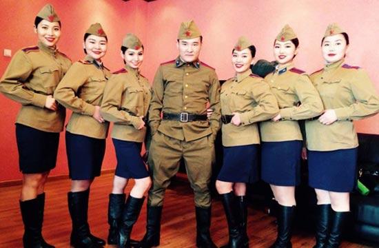 蒙古军队文工团劳军女兵颜值高