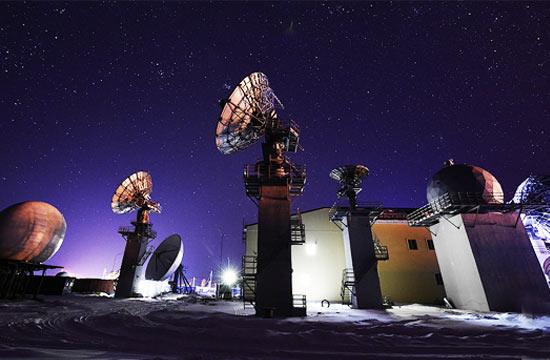 俄远东发射场夜景酷似在外星球