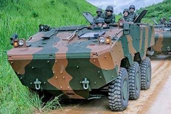 巴西陆军训练国产装甲车抢眼