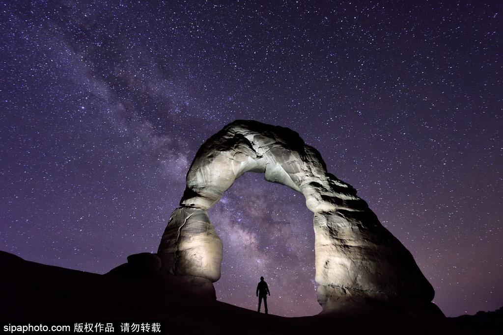 美国拱门国家公园震撼星空美景 银河当空浩瀚十足