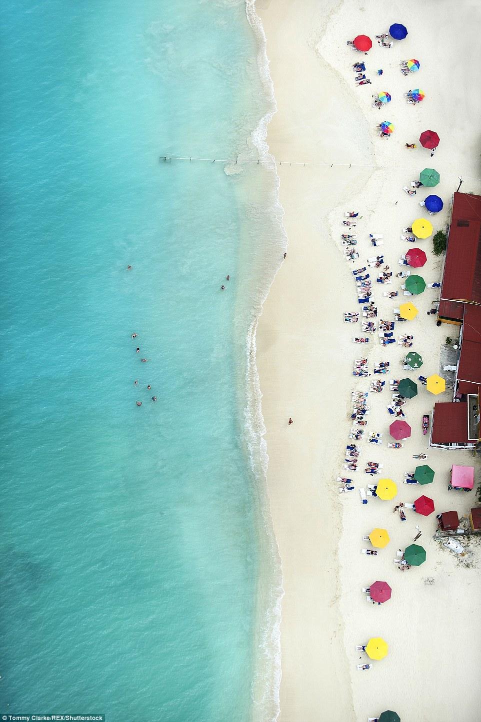 爆美!英摄影师高空拍摄安提瓜岛银滩