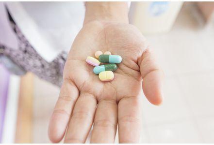 小心副作用!青少年不应过量服用晕车药
