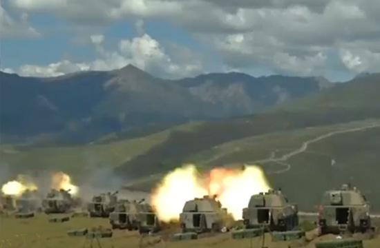 新锐09式自行榴弹炮摆一排轰山