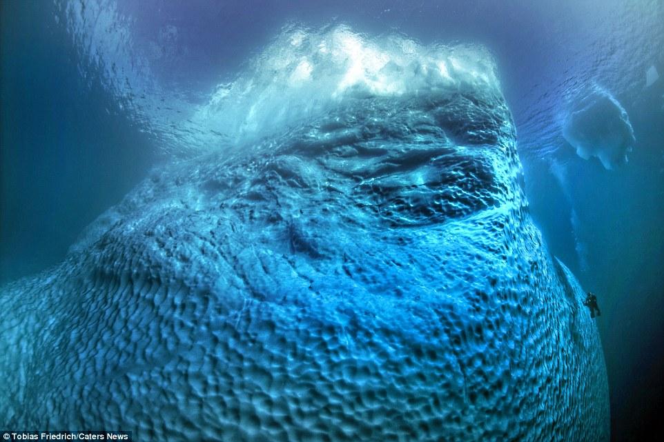 格林兰水下巨型冰山让你体验极致风景