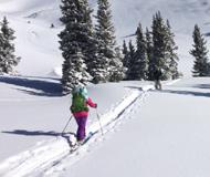"""美国滑雪胜地降雪 让滑雪爱好者再次""""发烧"""""""