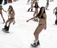 俄罗斯美女穿比基尼滑雪欲破世界?#21520;跡?#32452;图)