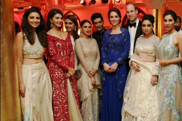 威廉王子凯特王妃印度出席慈善晚会 凯特一袭蓝裙高贵典雅
