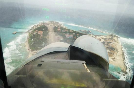 越南苏30战机飞越中国南威岛