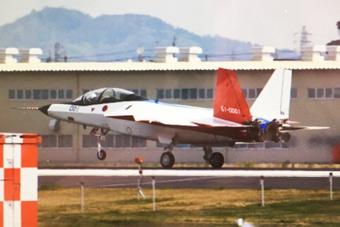 """日本""""心神""""验证机高速滑行机头昂起"""