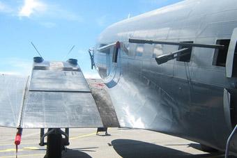哥伦比亚还在用C-47炮艇机