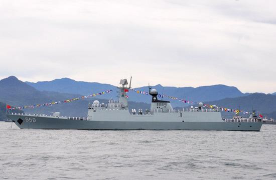 印尼国际阅舰式上中国战舰抢眼