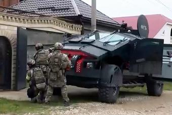 俄罗斯动用新型装甲车反恐 科幻爆表