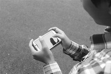 儿子寄宿沉迷50款手机游戏 父亲找到戒瘾良方