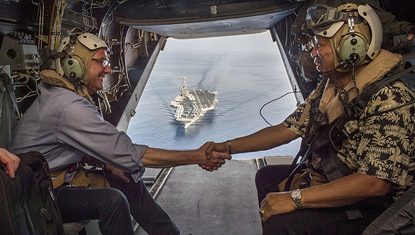 美防长登航母巡航南海很得意