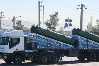 伊朗首次高调展示俄制S300防空导弹