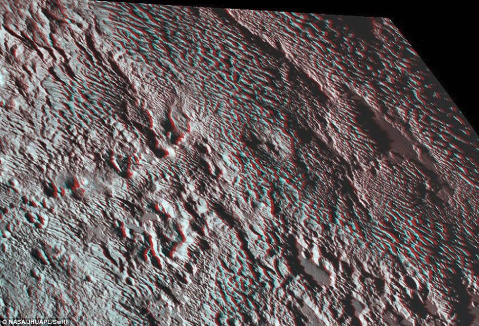 """冥王星表面现巨型蜘蛛地貌:""""腿""""长580千米"""