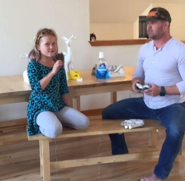 国外一父亲成功用无人机为女儿拔牙