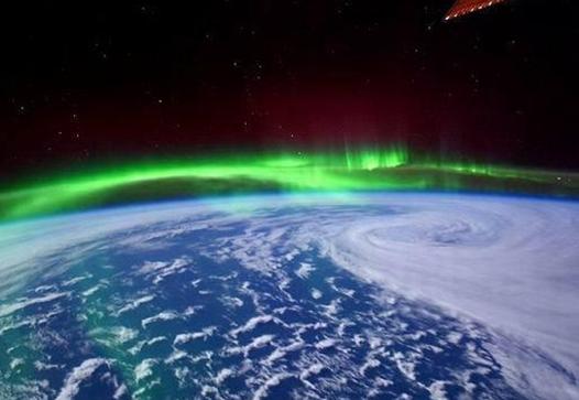宇航员在国际空间站拍摄地球绚丽极光