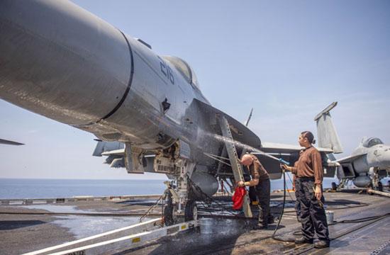 美军再次公开核航母闯南海照