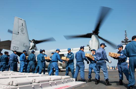 美军出动鱼鹰帮日本救灾反被骂