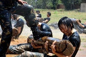 解放军特种女兵是这样炼成的