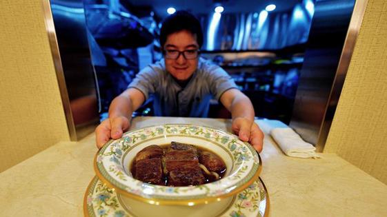 """2000元人民币一碗 台湾""""天价""""牛肉面的故事"""
