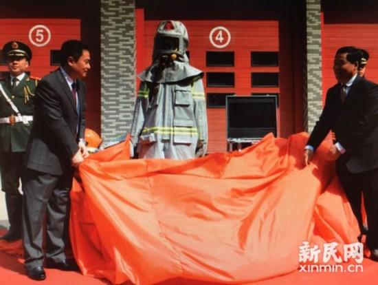 新消防服具备太空服功能 可传视频并定位
