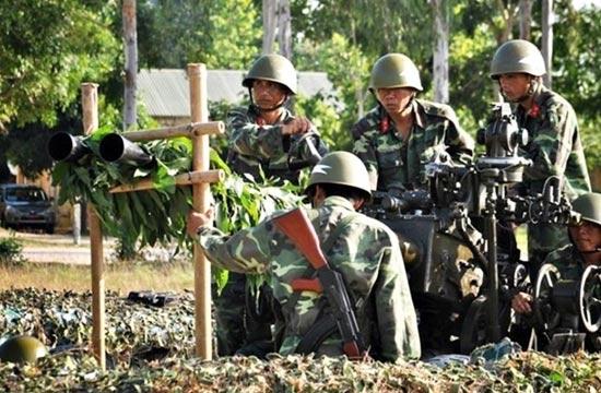 越南部队训练用竹竿固定炮管