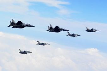 美韩上百架战机联合演习阵仗大