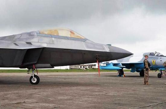 美军两架F-22飞抵罗马尼亚
