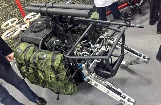 """俄罗斯""""大狗""""机器人装备武器"""