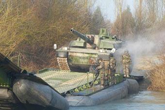 看世界最贵坦克怎样安全过河