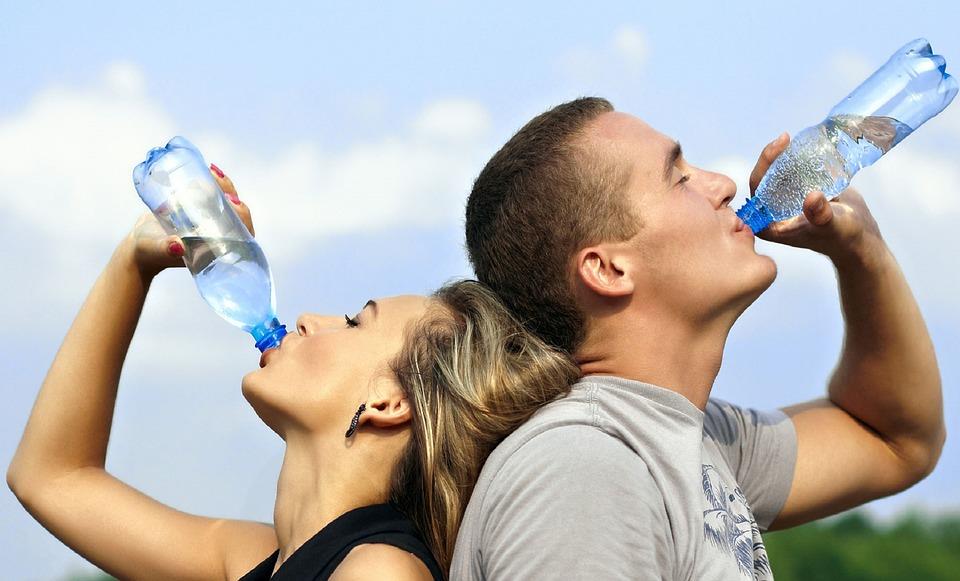 饭前半小时喝一杯500毫升水 3个月能瘦8斤?
