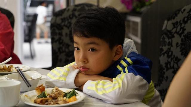 王中磊女儿晒弟弟帅照 为其庆祝十岁生日