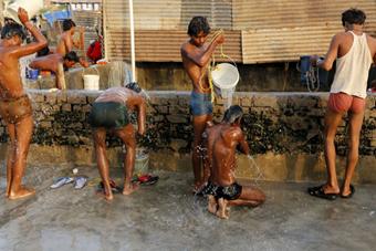 印度4月高温已致300多人丧命