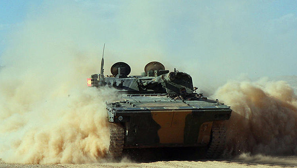铁甲奔突 领略官兵征战大漠的风采