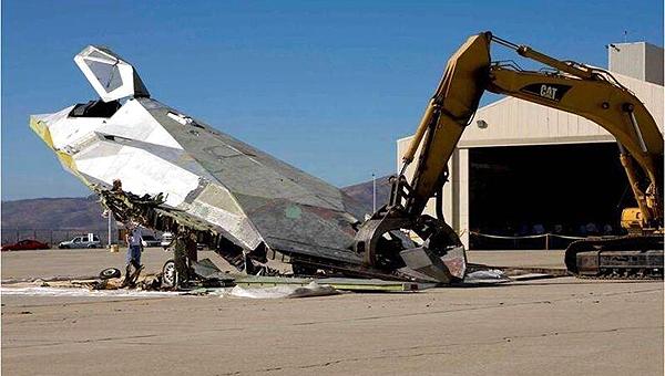 美军准备销毁全部F117A战斗机
